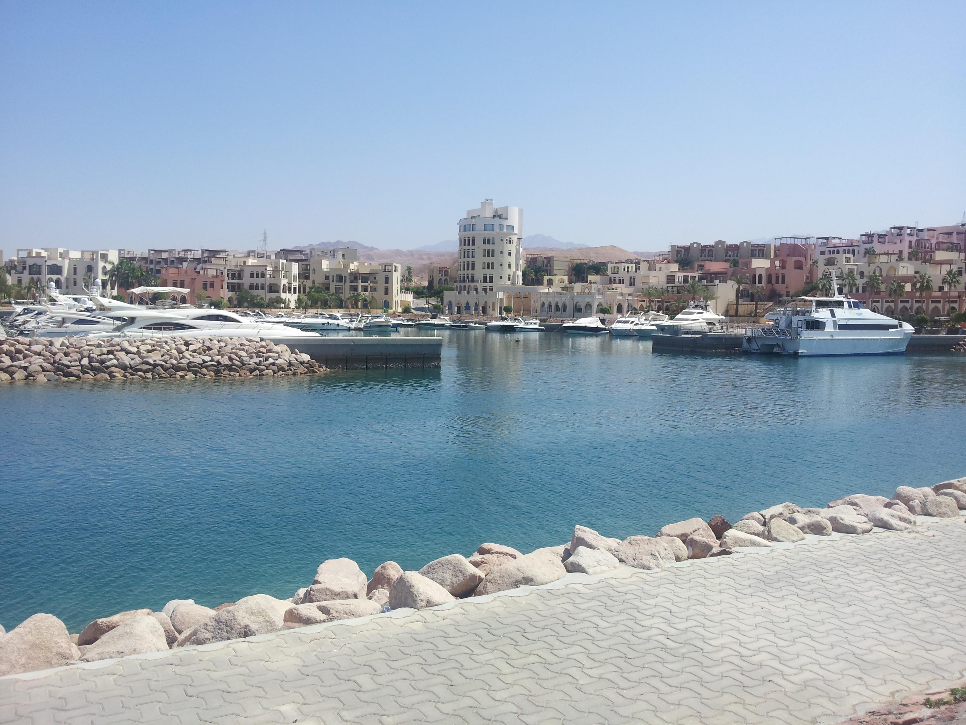 Tala Bay, een (té) rustig haventje